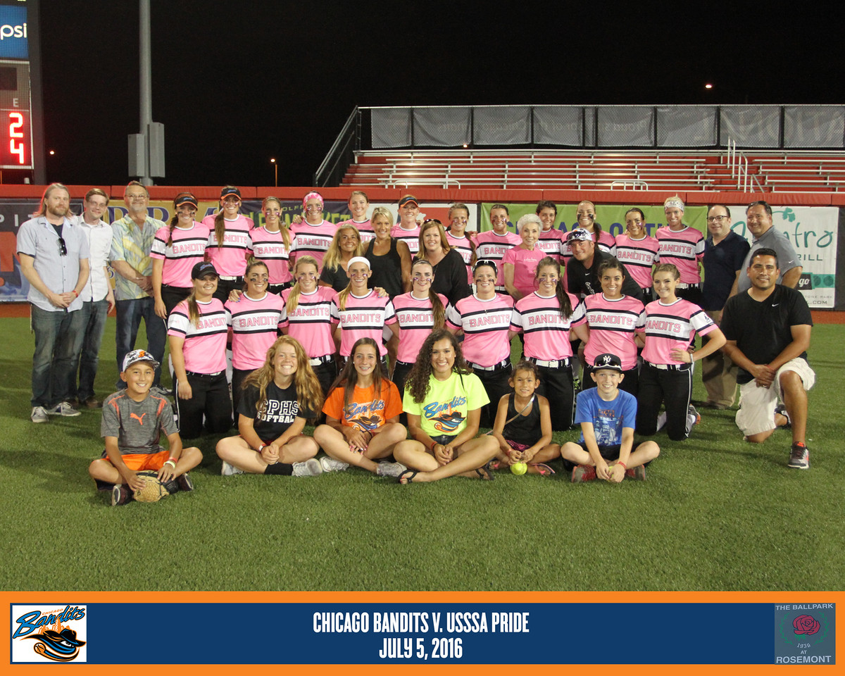 Photo of Dr. Sandy and A Silver Lining Foundation members with the 2016 Chicago Bandits team in center field.